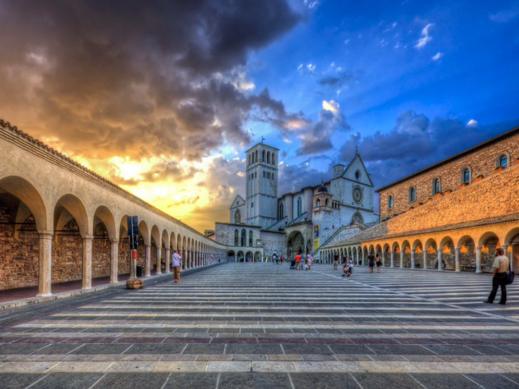 Assisi, tramonto su San Francesco